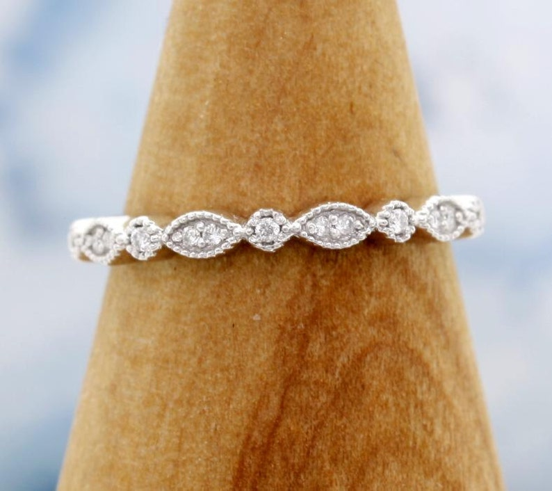 Ladies 14 Karat White Gold Vintage Art Deco diamond wedding bandring the perfect compliment to any engagement ring or solitaire