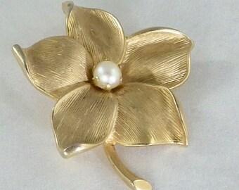 Gold Tone Faux Pearl Flower Brooch