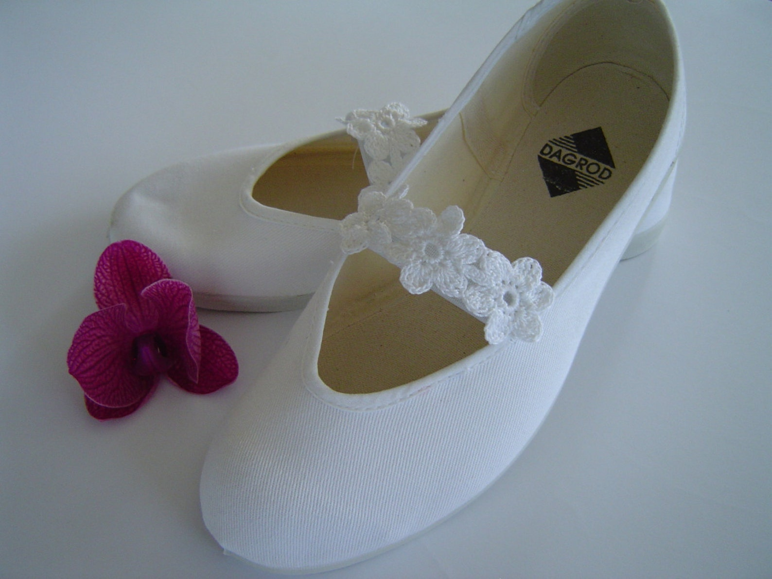 woman summer shoes,girls shoes,mary jane shoes,bridal flats,white cotton romantic shoes,wedding ballet flats,summer dress shoes