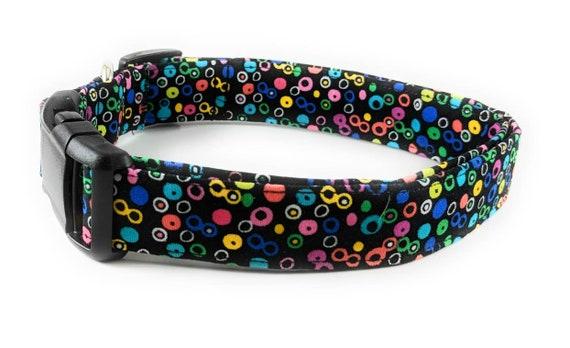 Noir avec le collier de chien réglable Multi couleur arc en ciel à pois