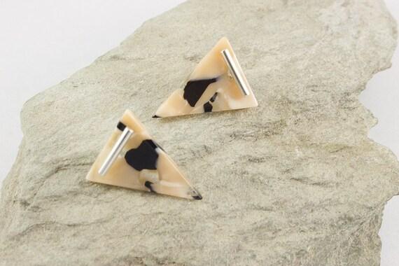 Black Pearl Acetate Rhodium T Bar  Stud Earrings