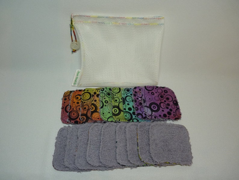 Set of 9 make up remover wipes and washbag. image 0