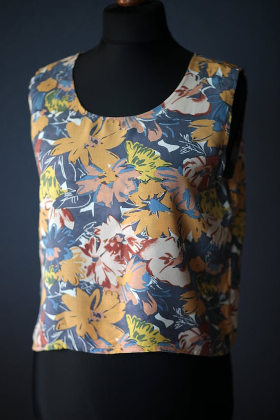 Vintage summer flowery sleeveless blouse / Size M-