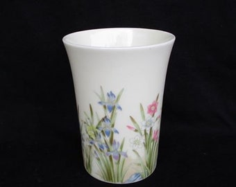 Iris vase vintage 1970's made by Takahashi San Francisco design surrounds the entire vase