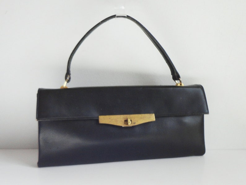 475bfd58f87c7 Black 60s Vintage Top Handle Bag With Gold Closure    Bon Goût