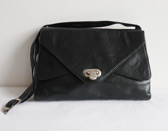 6a4a7f272c Black 60s Vintage Leather Shoulder Bag With Silver Closure