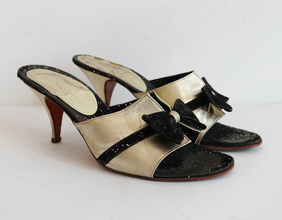 80s Vtg. Leather Gold Pumps With Black Bows & Glit