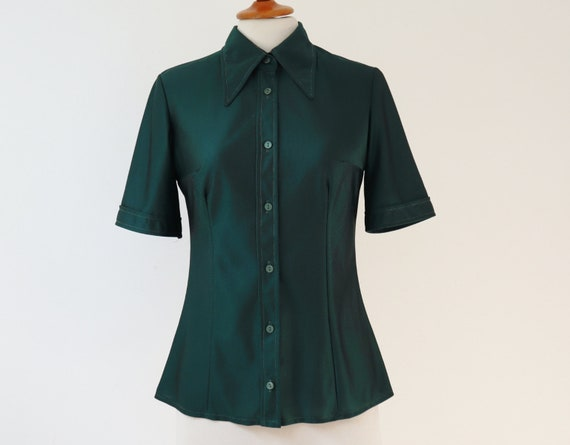 Green Fitted 70s Vtg. Ladies Shirt // Big Collar