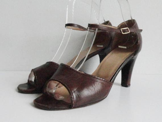 67ea823a9594a Brown Vintage Leather Pumps With Ankle Straps // Size 39 // Made In Italy