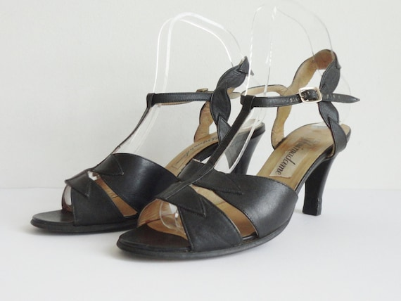 Black 70s Leather Shoes With Anklestrap // Unimada
