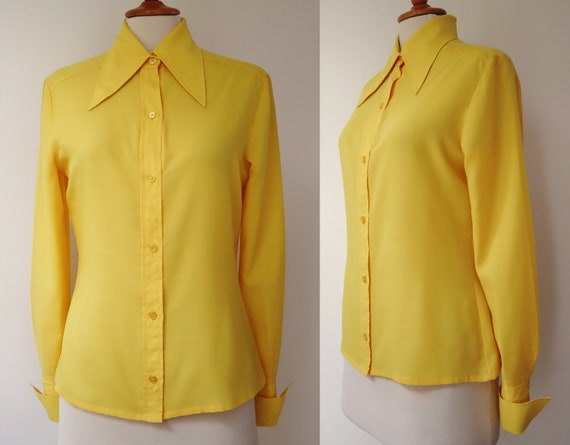 Yellow Fitted 70s Vintage Lady Shirt // Big Collar
