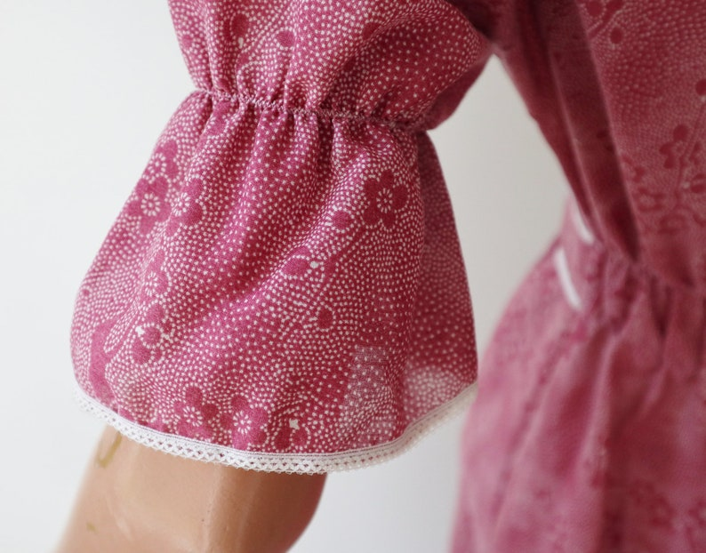 Cute Dusty Pink 70s Vintage Dress With Puff Sleeves  White Lace Flower And Ribbon