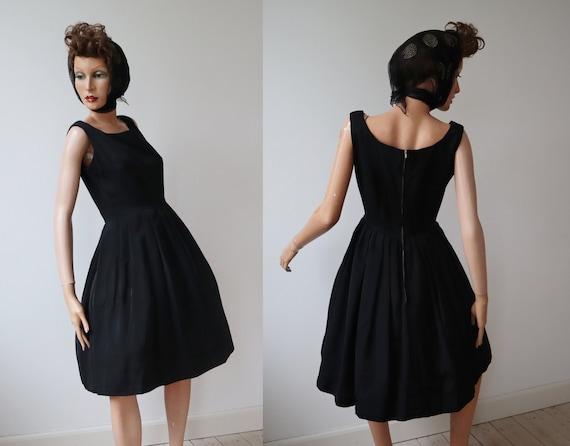 Black 50s Vintage Dress With Skirt // Little Black