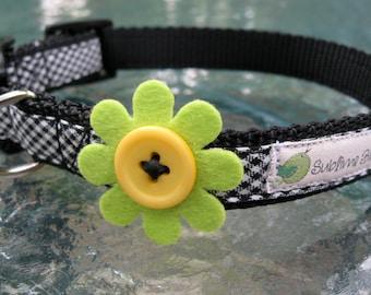 Felt Flower dog collar, Medium Dog Collar, Black dog collar, cute dog collar, dog collar for girls, female dog collar, button dog collar