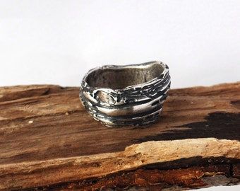 Wood Grain dark fine silver organic ring