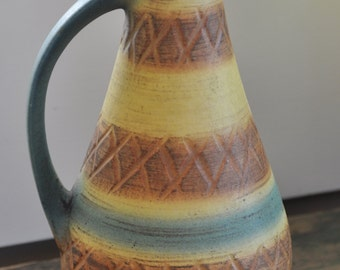 Very Mod Mid century Modern pottery vase - Just the look for a trendy m-c home!  Made in Germany