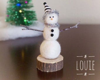 Needle felted snowman, handmade snowman, miniature snowman, Christmas decoration, black and white, unique gift, wool felt snowman, winter