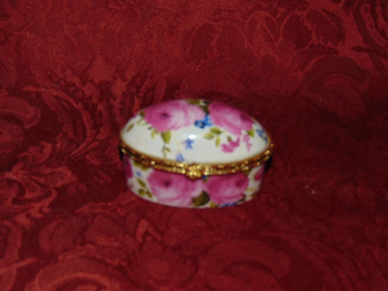 Vintage Sorell Fine Porcelain Oval Trinket Box Decorated with Roses with Gold Metal Trim