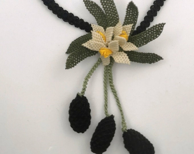 Needle lace necklace/brooch