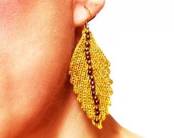 Gold metallic crochet earrings/motives