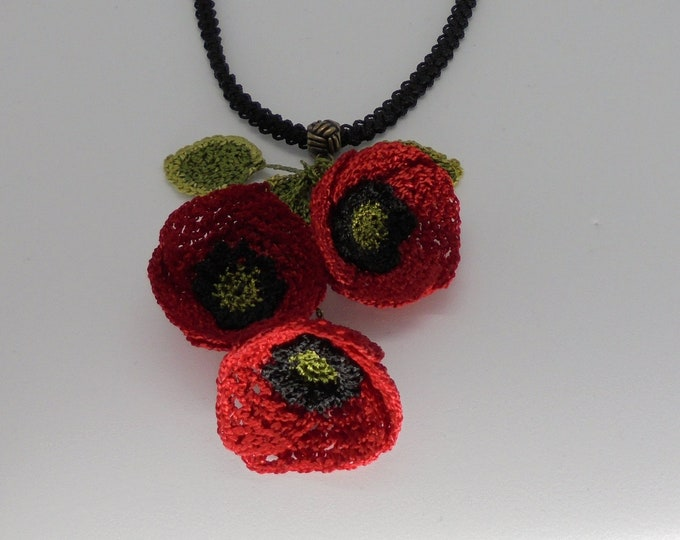 Crochet and mixed technique poppy necklace