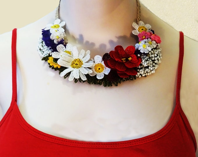 Crochet and mixed technique floral necklace