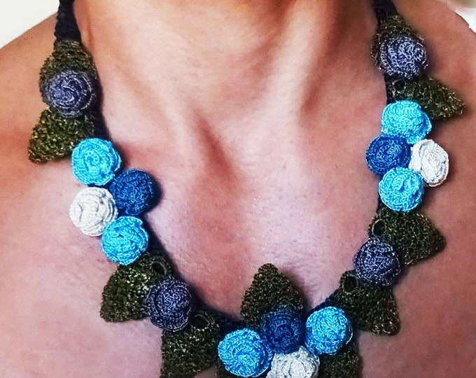 shade of blue necklace