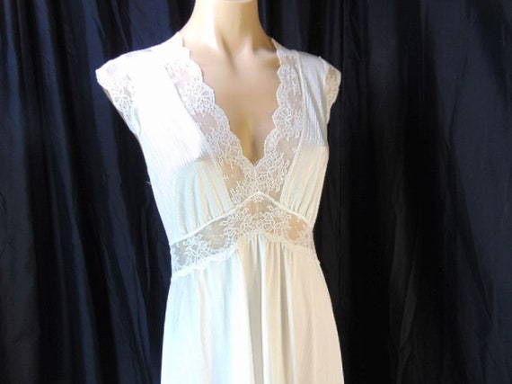 Vintage Henson Kickernick Cream Set Gown Robe S L… - image 8