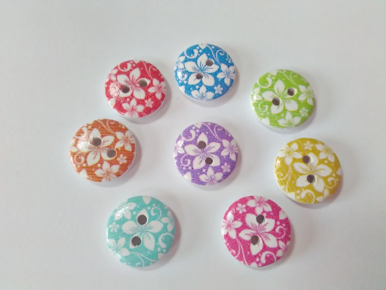 Ideal for baby clothes,Free UK P/&P 15mm 6 wooden Yellow /& white Flower buttons