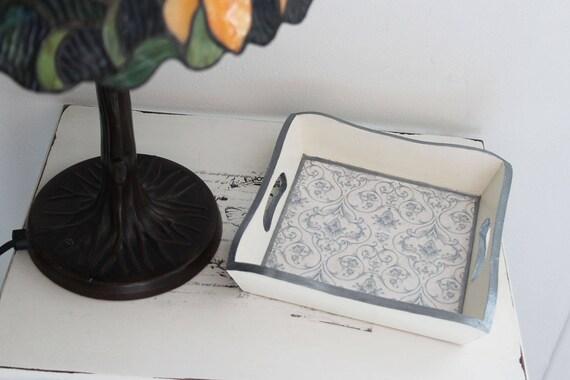 Vide poches petit plateau carré romantique pour bijoux