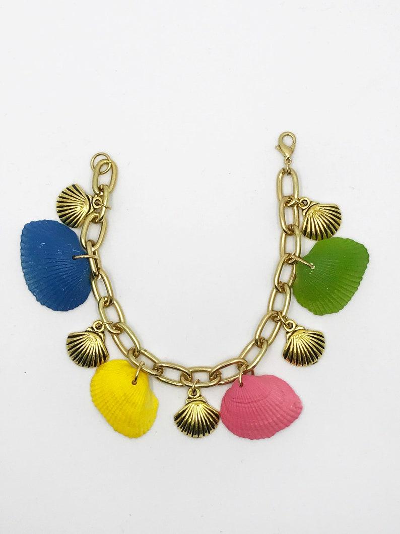 8 resin and gold shells bracelet
