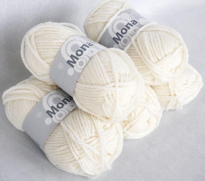 Worsted weight white wool yarn Chunky knitting aran destash bullet skein