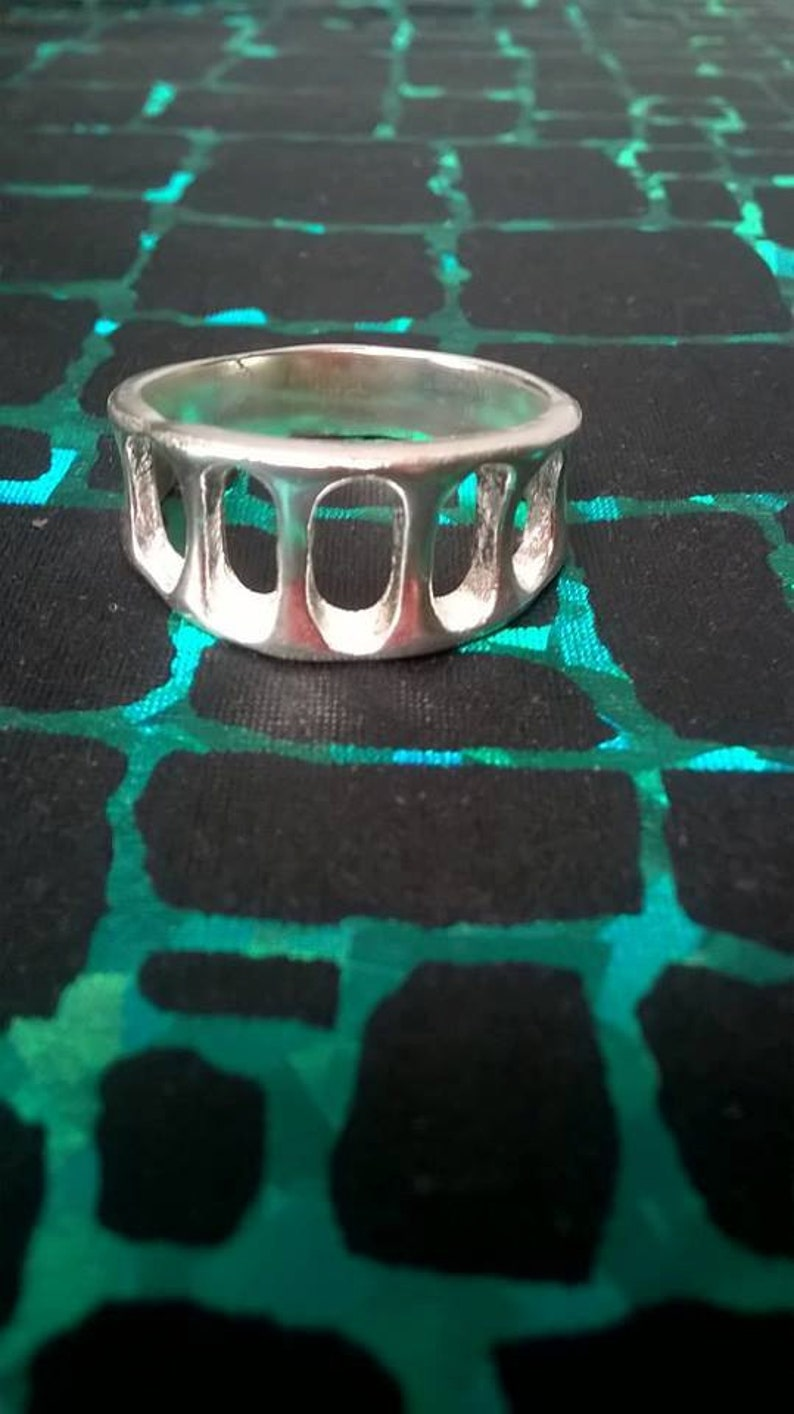 925 solid silver decorative ring SIZE P