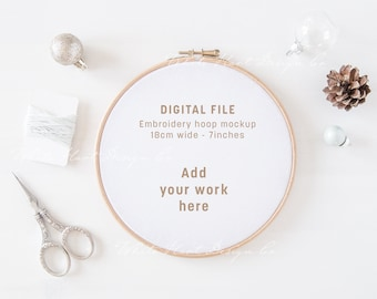 Embroidery hoop Christmas mockup - PSD Smart Object + Png + Jpeg - Promote your art online - Instant download - Craft mockup