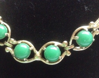 Vintage green cabachon necklace gold tone 16""