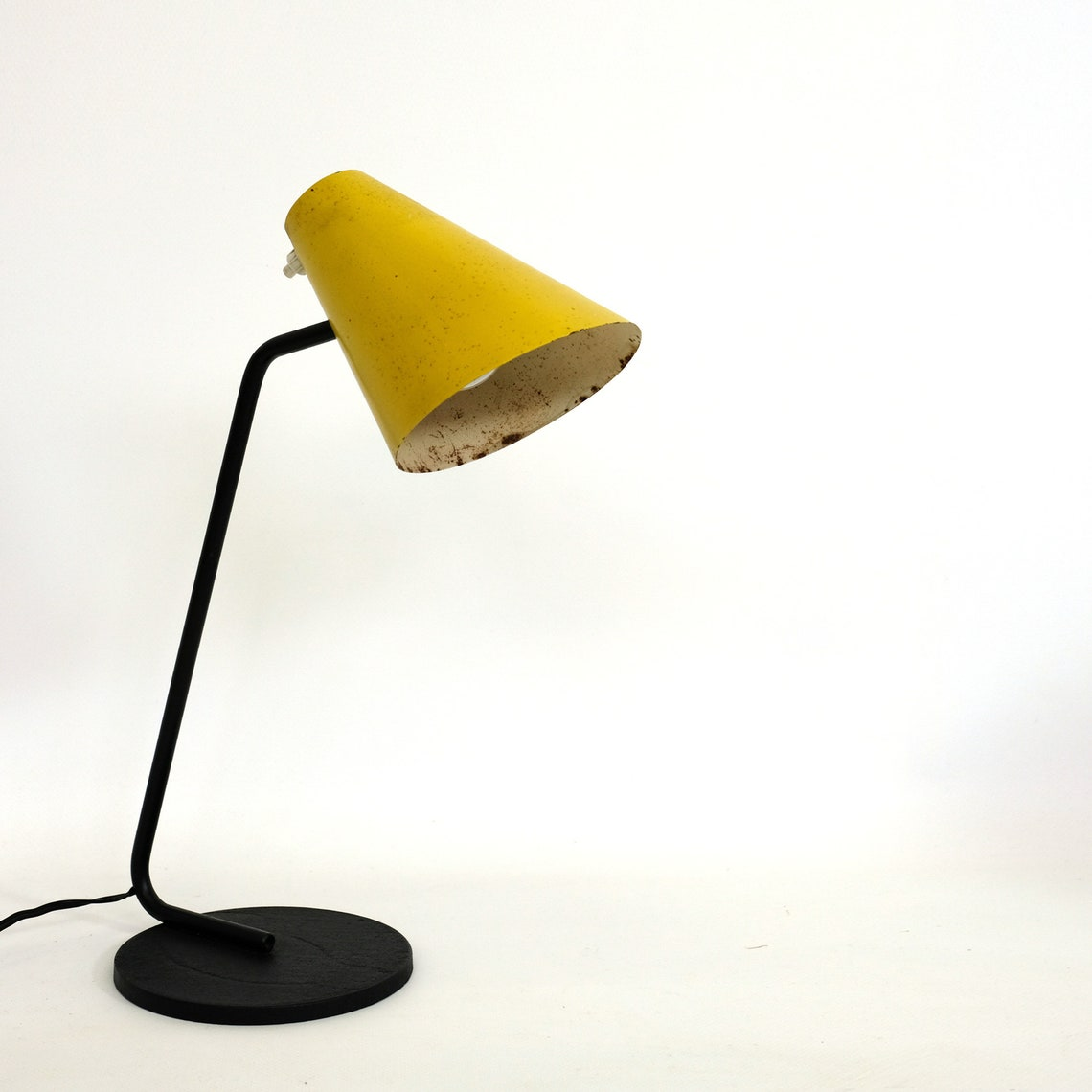 Yellow and black lamp from the fifties attributed to Jacques Biny.
