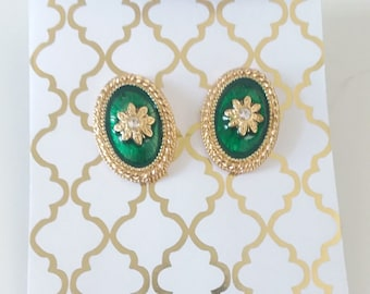 Vintage Emerald Green & Gold Rhinestone Oval Post Earrings / Mid Century Mod / Gifts Under 30 / Vintage Earrings / Hollywood Glam