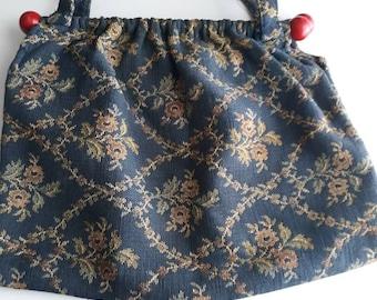 87b532f2c404 Vintage Cornflower Blue Floral Wooden Dowel Handbag   Vintage Purse    Tapestry Bag  Classic Style