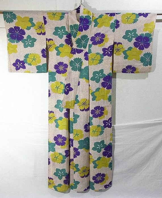 Circa 1920s 1930s silk kimono, breathable summer silk, Japanese art deco floral pattern
