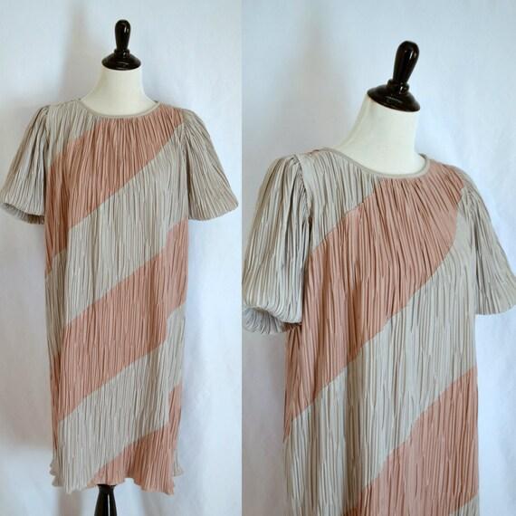 1970s Vintage Puff Sleeve Accordion Dress Sack Dre