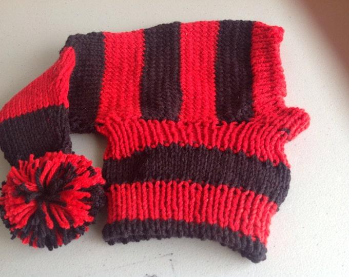 Greyhound hat with snood in Chicago Blackhawks stripes!