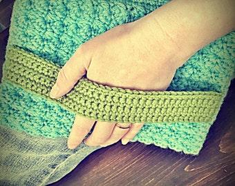 Strappy Clutch - Crochet Pattern