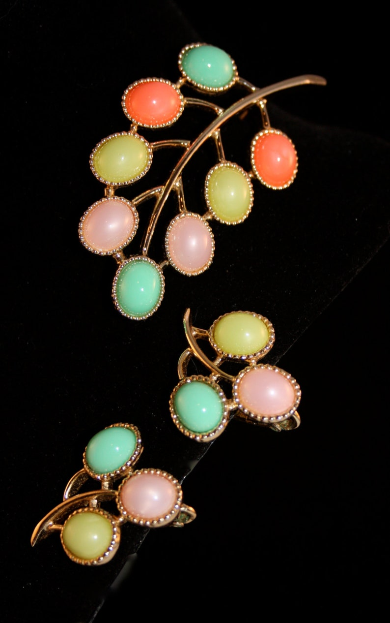 Candy Land Sarah Coventry Brooch 6557 and earrings 7557