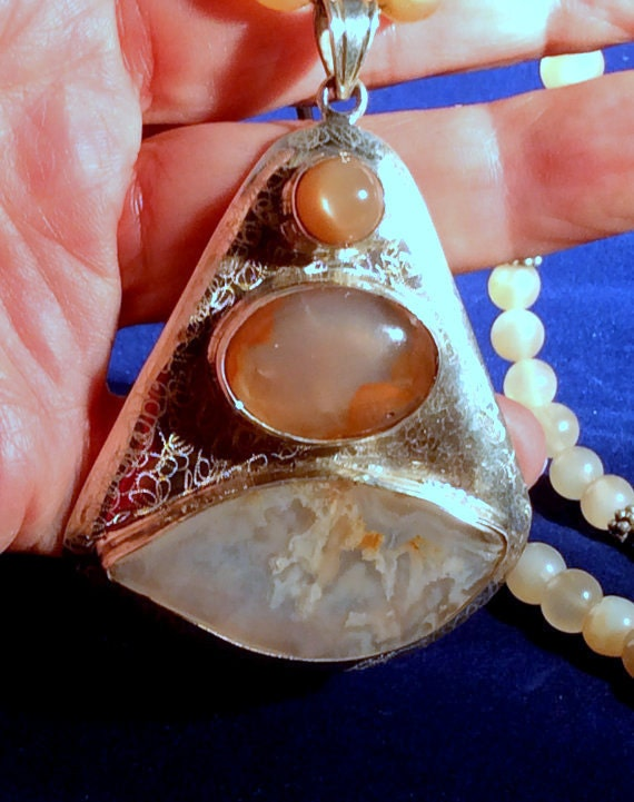 24 Fancy Nail Art Designs That You Ll Love: 24 Large Cream Fancy Agate & Moonstone Pendant Necklace