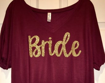 Gold glitter bridesmaid shirts - slouch bride tshirts - getting ready outfit - bride shirt - bridesmaid oversized t shirt - cute bride tee