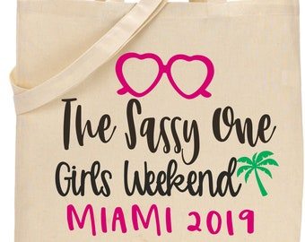 cute girls weekend tote bags, matching bridesmaid cavas totes, palm tree miami totes, Customizable bridal party bags, pink, green, natural