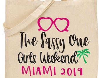 cute girls weekend tote bags, matching bridesmaid cavas totes, palm tree miami totes, Customizable bridal party bags, pink, green, natural