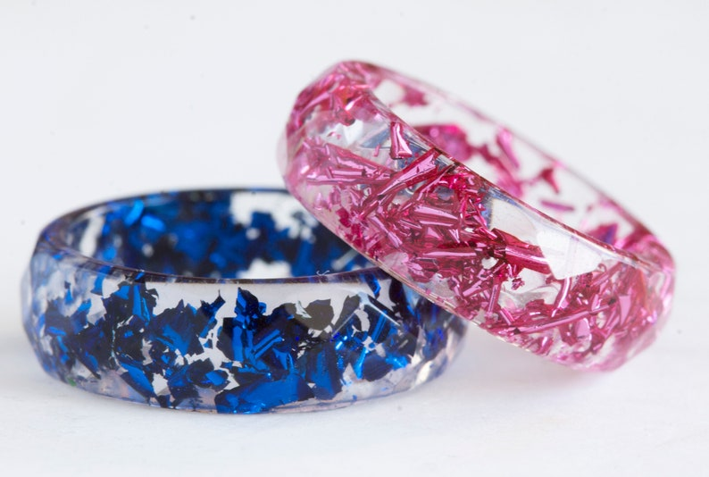 Sparkling Present Faceted Resin Ring with Pink Flakes