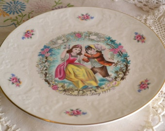 Royal Doulton Valentines plate  8.5 inch plate - 1979Romantic scene with embossed border in off white china - hearts and roses