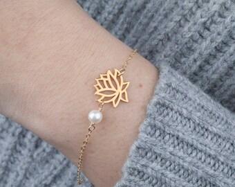 Lotus Bracelet,pearl flower bracelet,Wire wrapped pearl,custom birthstone bracelet,bridesmaid gift,birthday gift,yoga jewelry,daily jewelry